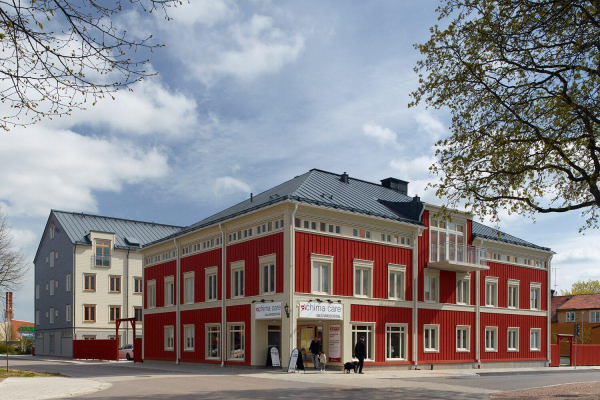 En röd byggnad